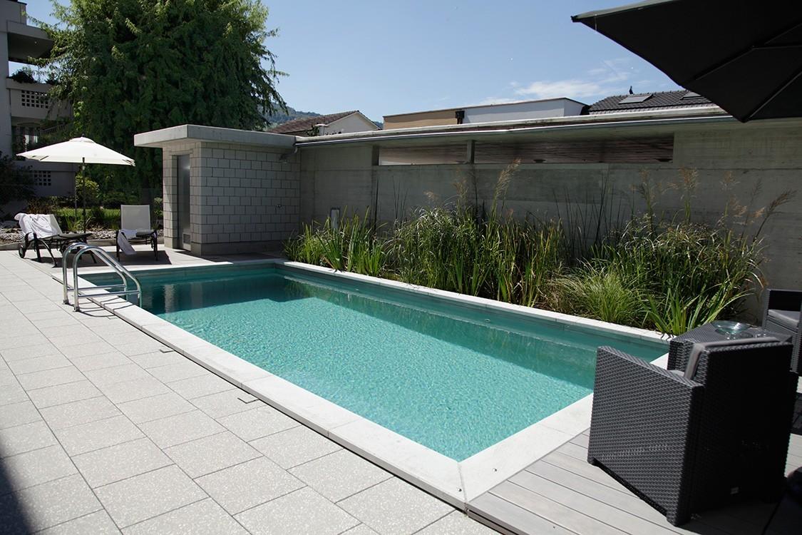 biotop bio pool mit solarheizung am dach der garage. Black Bedroom Furniture Sets. Home Design Ideas