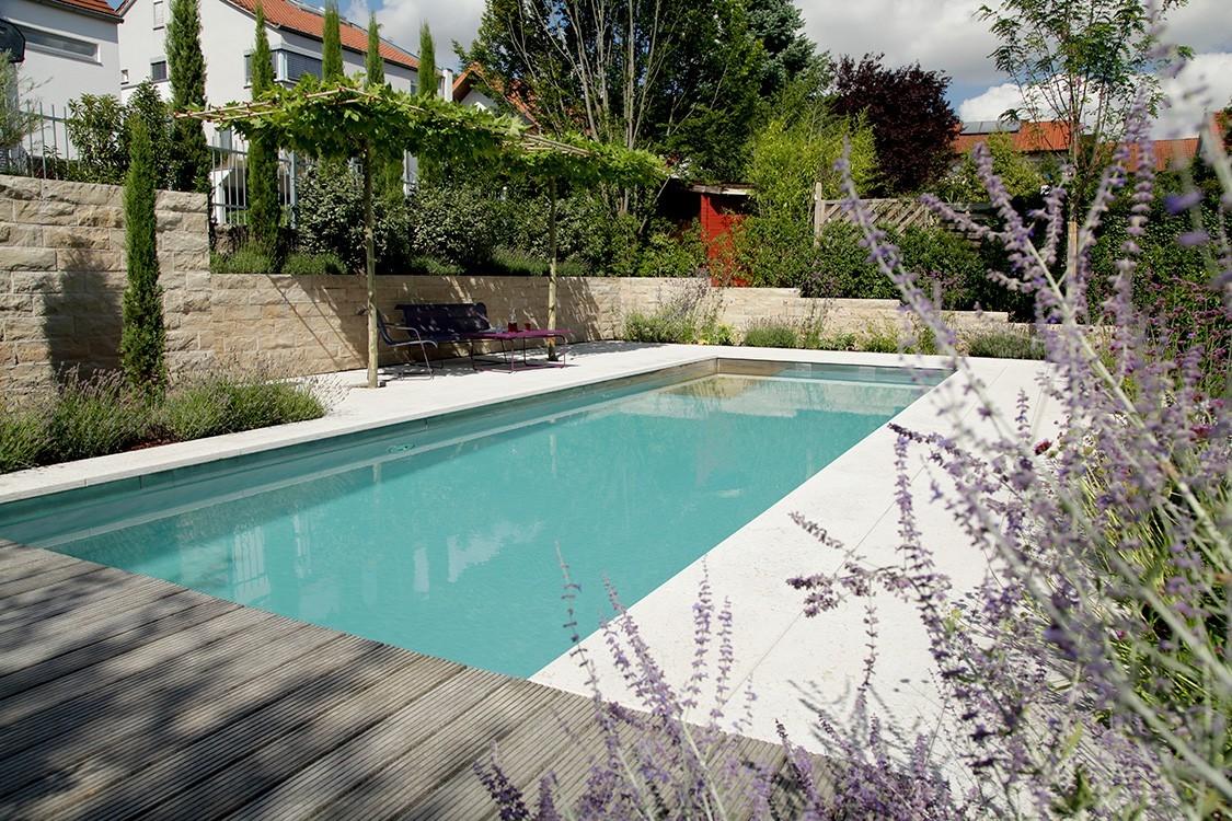 Biotop bio pool in mediterranem hanggarten for Badepools garten